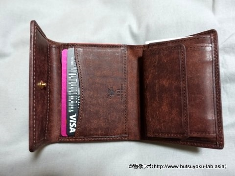 お札、小銭、カード等を入れた状態(開いた状態)